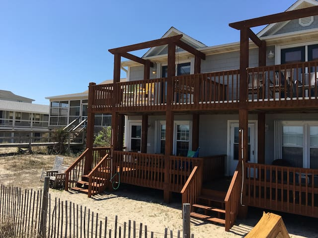Ocean Breeze Pet-Friendly, Ocean Front Townhome - Kure Beach - Townhouse