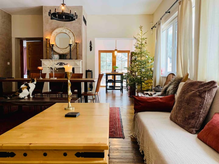 An artistic and cosy mountain chalet near Borovets