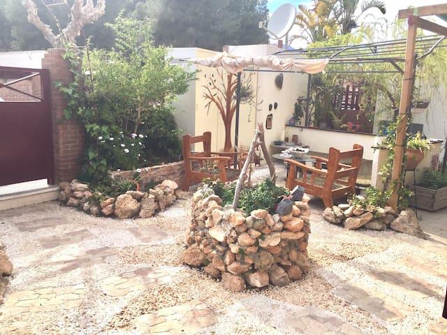 Apartamento acogedor y con jardín. NATURE - El Tossal - Daire