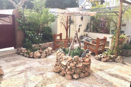 Apartamento acogedor y con jardín. NATURE - El Tossal - アパート