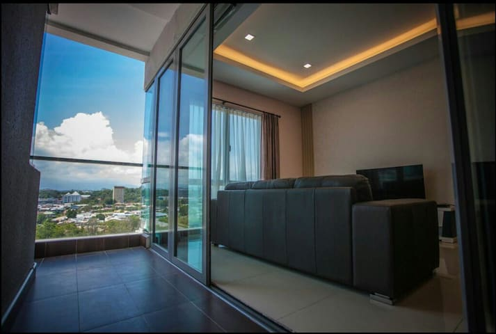 comfortable balcony linked living room(after open the full height glass door)