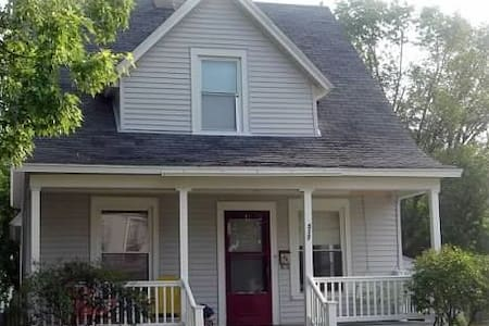 Charming downtown Grand Haven home - 格蘭德港(Grand Haven)