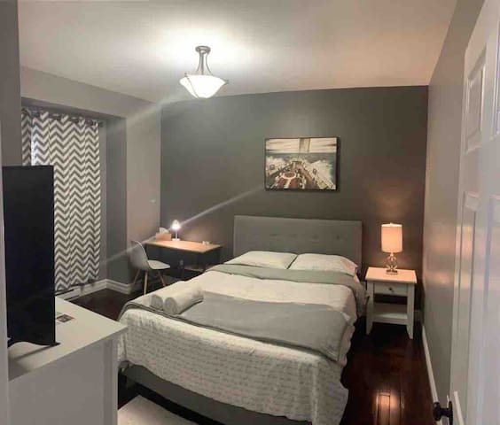 Beautiful and cozy bedroom close to airport.