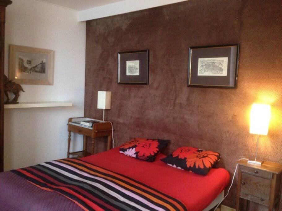 Chambre , lit de 160cm .