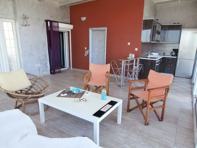 AIGIO AKOLH AVITHOS Ideal for couples, beach 200m - Rododafni - Apartamento