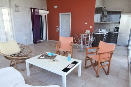 AIGIO AKOLH AVITHOS Ideal for couples, beach 200m - Rododafni - Apartment