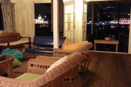 F3  Room for 3 ppl in Water village - Kampong Ayer - Bed & Breakfast
