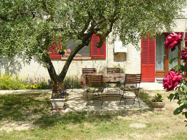 Les Romarins, charming rooms. - Correns - Bed & Breakfast