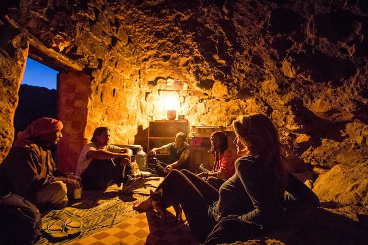 Authentic Bedouin Cave in Petra! - Petra - Bed & Breakfast