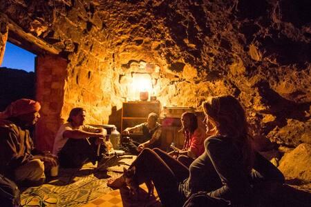 Authentic Bedouin Cave in Petra! - Petra - Bed & Breakfast