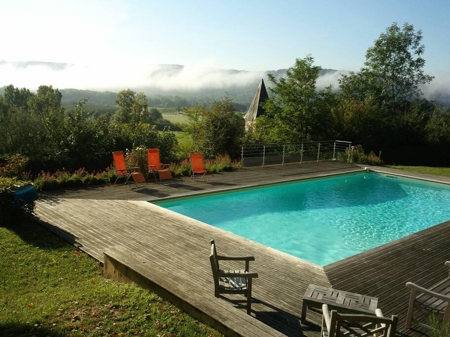 La vue et le calme absolu dans un environnement enchanteur au bord de la piscine