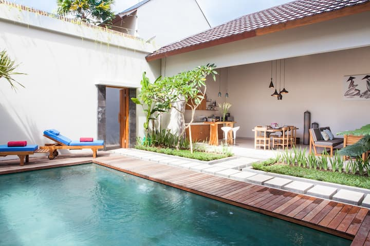 Casa de Calma 2BR Villa in Center Seminyak
