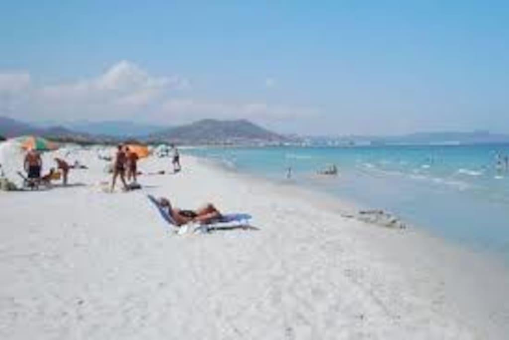 spiaggia a 200 m dalla casa
