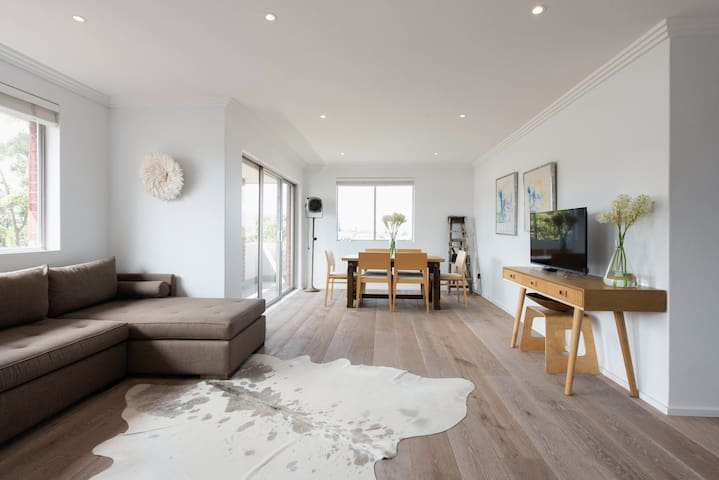 Sunny 2 bedroom with ocean views!