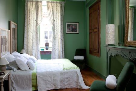 Vetyver  Les Fleurs des Iles Monflanquin - Monflanquin - Bed & Breakfast