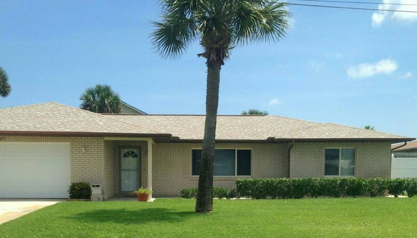 Beach side home away from home! - Port Orange - Talo