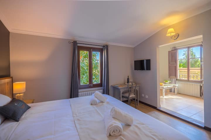 Jr Suite Abubilla Dbl Bed and Breakfast