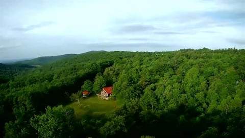 Secluded cabin, walk to winery and scenic trails