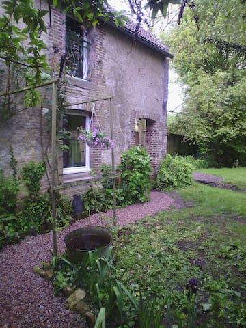 Les petits jardins: le lavoir - Perrières - Rumah