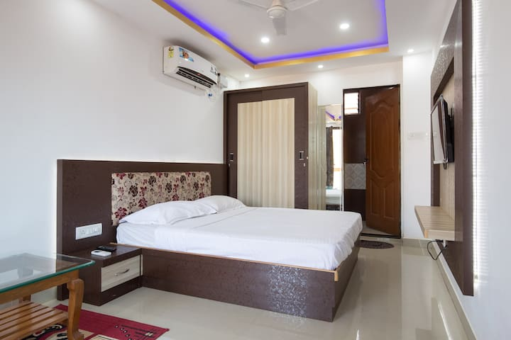 Deluxe Room at Crystal Holidays Nerul - Nerul