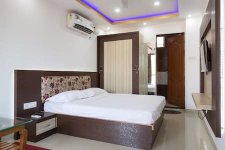 Deluxe Room at Crystal Holidays Nerul - Nerul - Gästehaus