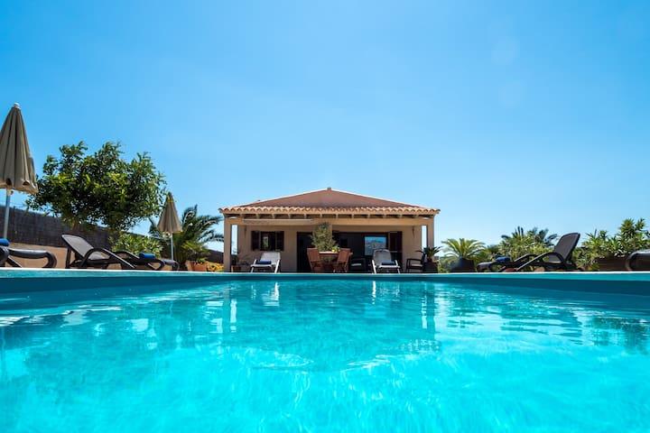Preciosa casa con piscina y vistas