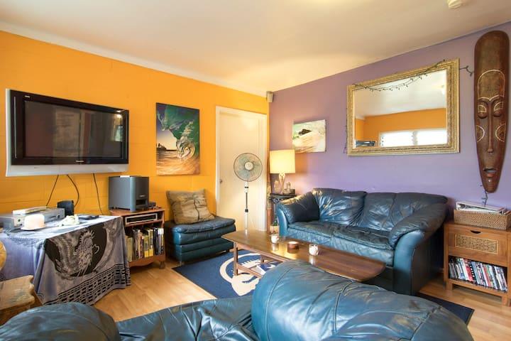 Duplex, Mural Room, N. Shore, O'ahu