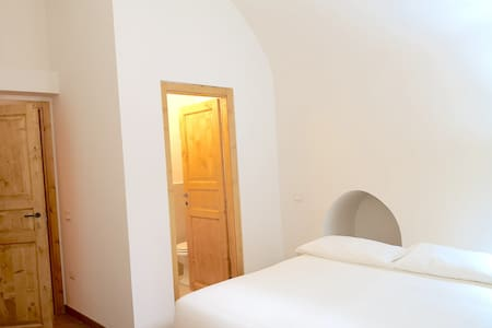 Double budget room just 50 mt from Piazza Duomo