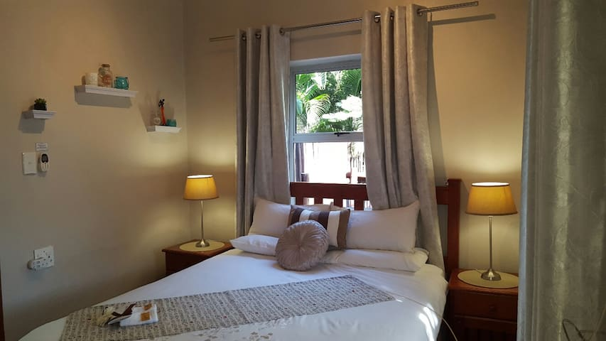 Little Eden - INYONI 2 Sleeper Self Catering Unit - St Lucia - Apartment