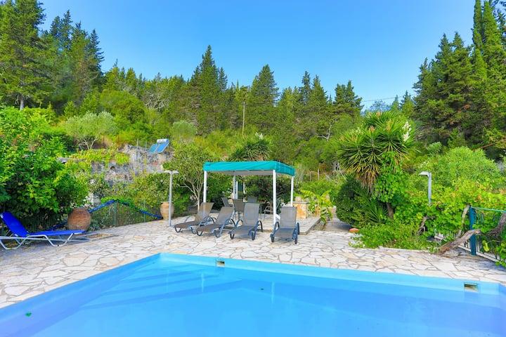 Villa Sevi Paxos: Private pool, WiFi, A/C.