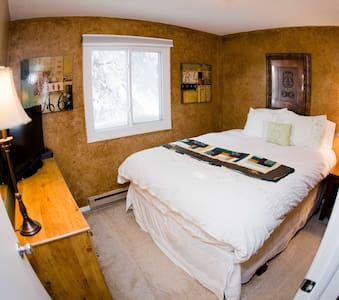 3bd, 1.5 ba, gorgeous views, free bus to Breck - Blue River - Kondominium