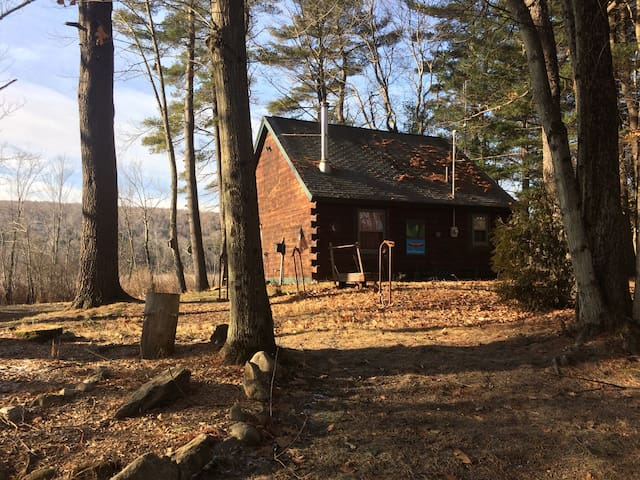 Private & Cozy Log Cabin Becket MA - Becket - Stuga