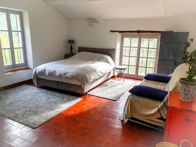 Grande chambre d'hôte avec sdb privative. NYONS