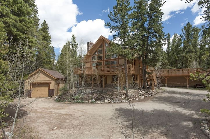 Private Family Mountain Getaway- Dog Friendly!