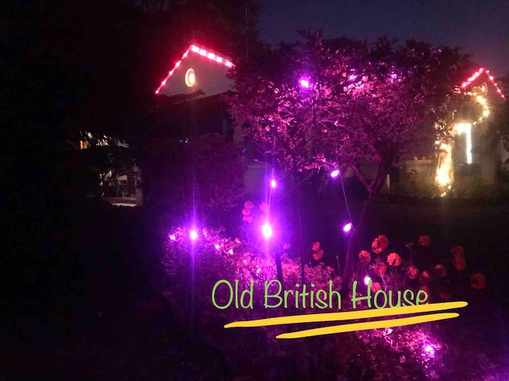 Old British house - Garden view cottages