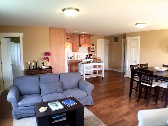 Airy apartment, beautiful view - Bloomington - Appartement