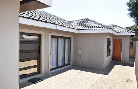 Soweto modern apartment close to Orlando Stadium.