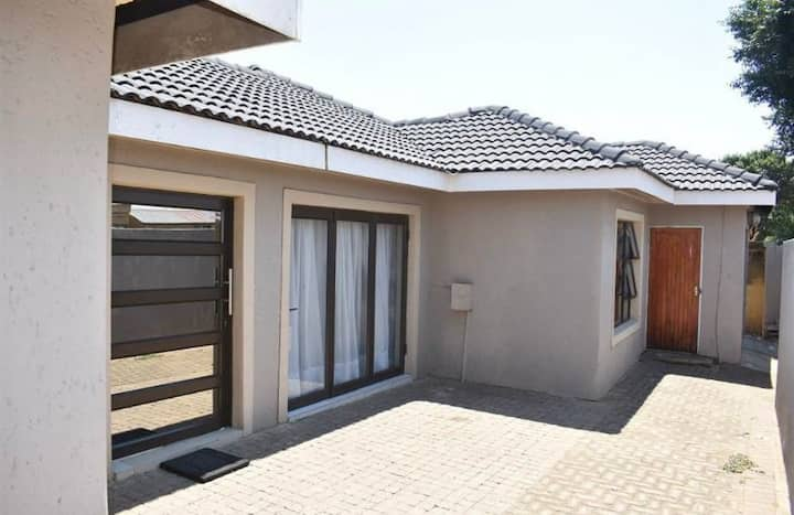 Soweto modern apartment close to Orlando Stadium.