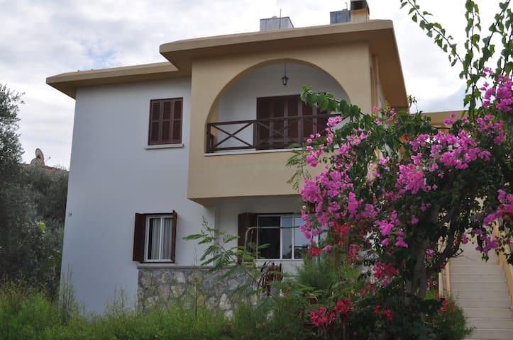 3 Bedroom house in Çatalköy, Kyrenia
