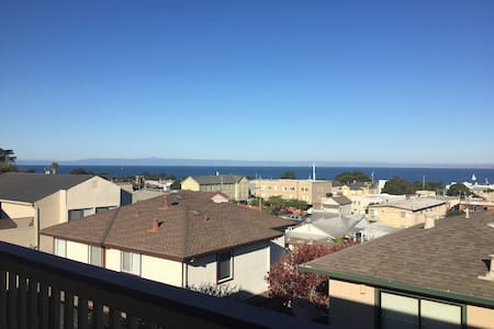 Spacious Apartment Near Local Attractions - Monterey