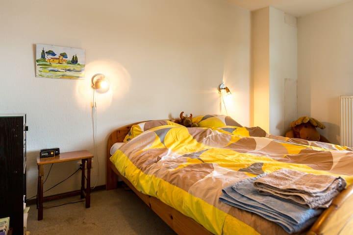 Quiet room, double bed, sleeps two