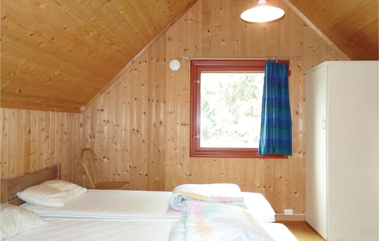 Holiday cottage with 4 bedrooms on 130m² in Røn
