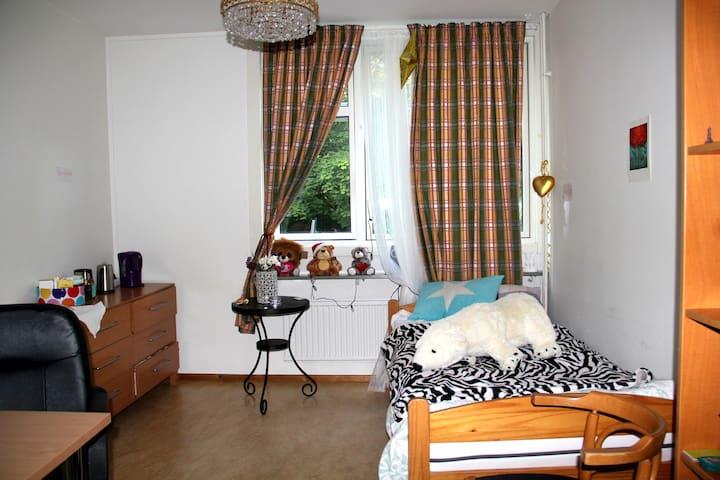 Ett privat rum med eget badrummet! - Nacka Östra - Sala sypialna