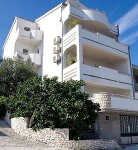 Villa TOPTROGIR apartment for 4 - Arbanija