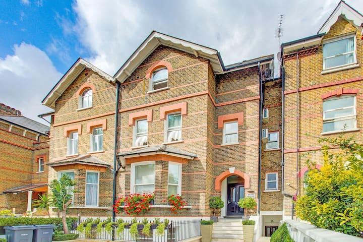 Elegant Apartment in London near Thames River