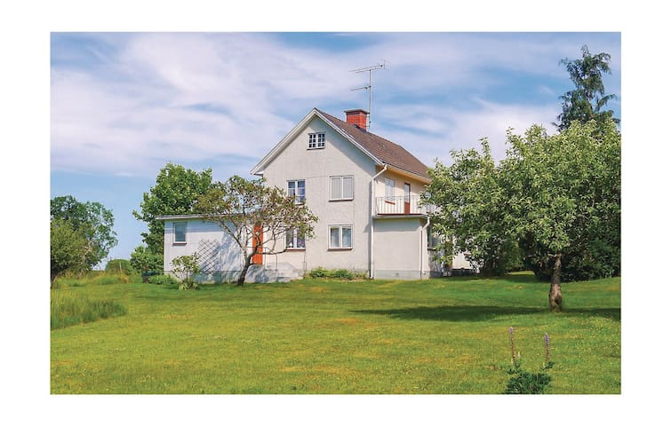 Holiday cottage with 3 bedrooms on 110m² in Mörlunda