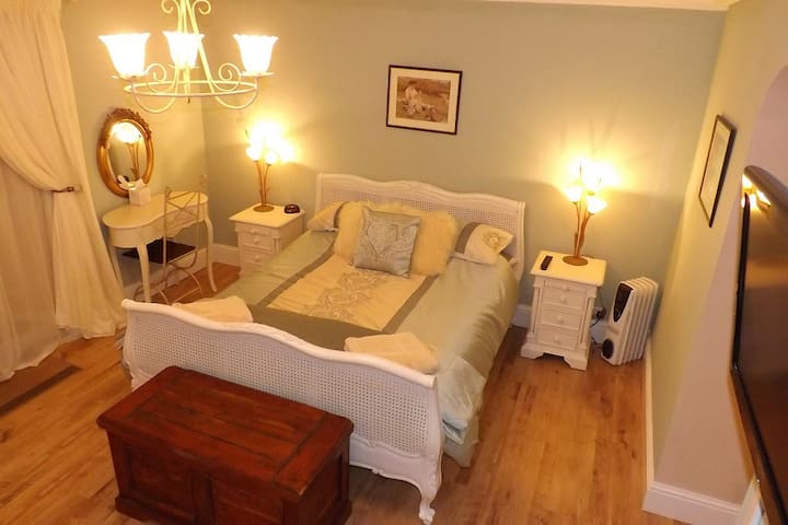 Salem House B&B  very private house close to Truro - Chacewater - Bed & Breakfast
