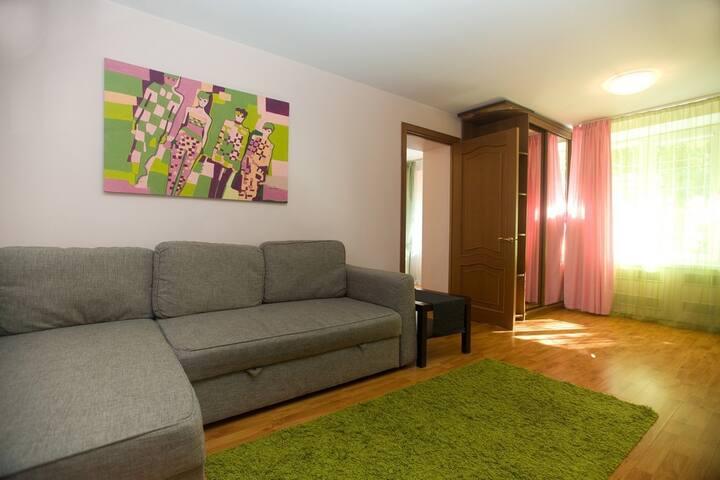 Заряд бодрости: квартира в сочных тонах (090)