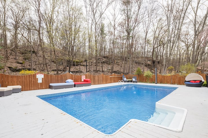 Luxury Woodstock 5BR+3F/BAThs Retreat/ Pool/HotTub