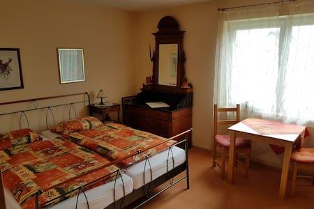 1 Doppelzimmer mit Dusch- und Wannenbad - Wöllstadt